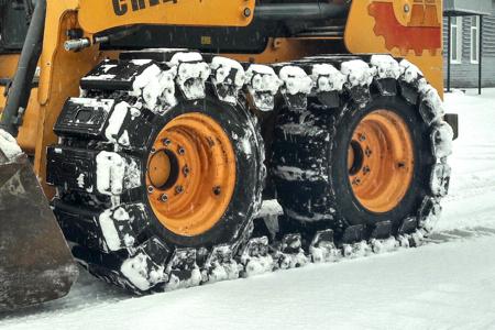 Накидные гусеницы McLaren на мини погрузчике Musang 2056