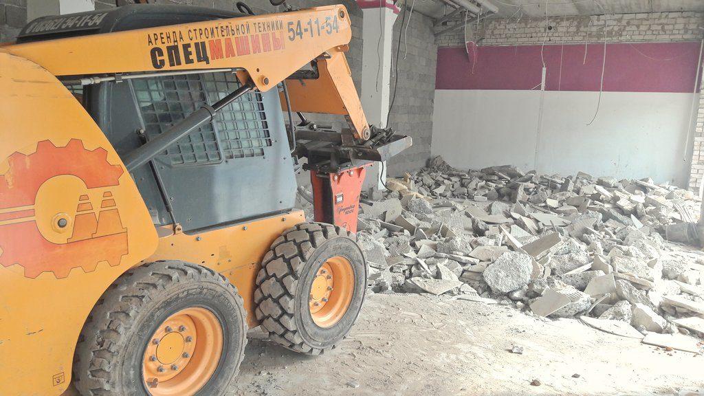 Вскрытие бетонного покрытия минипогрузчиком с гидромолотом Impulse